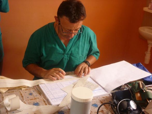 Stefano controlla elettrocardiogramma
