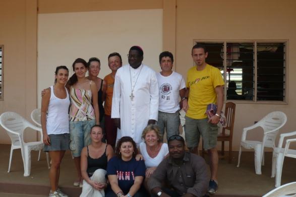 Gruppo con il Vescovo di Parakou